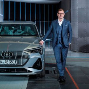 Audi vadovas prie Audi elektromobilio
