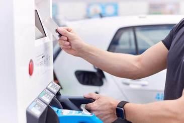 Įkrovimo stotelės su apmokėjimo sprendimais